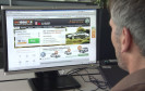 Der ADAC hat die Preisnachlässe von zwölf Neuwagenvermittler mit Händlerrabatten verglichen. Das Ergebnis: Der Online-Kauf ist billiger, aber weniger flexibel.
