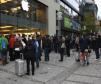 Wenn eine 150 Meter lange Menschenschlange auf ein 124 Millimeter großes Smartphone wartet, dann ist iPhone-Verkaufsstart - hier in München.
