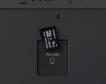 Auf der Rückseite des Sony PRS-T3 Reader verdeckt eine große Plastikabdeckung den Einschub für MicroSD-Karten mit bis zu 32 GByte.