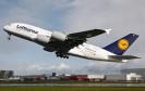 Geht es nach der Europäischen Agentur für Flugsicherheit (EASA), könnten Flugzeug-Passagiere ihr Smartphone schon bald auch während Start und Landung nutzen. Und das ist nur der erste Schritt.