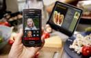 """2013 wurden erstmals mehr Smartphones als einfache """"Feature Phones"""" verkauft. Weltweit konnte Samsung den Verfolger Nokia weiter distanzieren."""