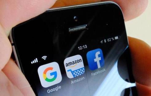 Google, Amazon & Facebook auf dem Smartphone