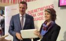 """Auf dem MWC kündigte die Telekom einen neuen Router an, der Festnetz, LTE und WLAN in einer """"Kiste"""" vereinigt - und nannte weitere Etappen für den Ausbau der IP-Kundenanschlüsse."""
