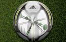 Adidas präsentiert einen smarten Fußball mit integrierten Sensoren, der Technik, Schusskraft, Spin und Treffsicherheit von Fußballern durch ein automatisches Coaching-System optimieren soll.