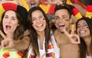 Deutschland ist im Fußball-Fieber - das spürt auch der Webhandel: Die Nachfrage nach Fanartikeln, TV-Anlagen und Kühlgeräten steigt vor dem Turnier stark an.
