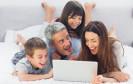 Google kann Eltern an ihrem Nutzungsverhalten erkennen. Werbekunden des Netzwerks Adwords haben so die Möglichkeit, diese Zielgruppe gezielt anzusprechen.