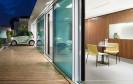 """In Stuttgart wurde das Forschungsprojekt """"Aktivhaus B10"""" eröffnet. Das Smart Home erzeugt mehr Energie als es verbraucht und ist via App mit dem Besitzer und zwei Elektro-Smarts vernetzt."""