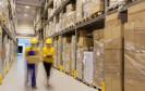 Im Machtkampf mit der Gewerkschaft Ver.di hat sich Amazon.de nun zu einem neuen Schritt entschlossen: Deutsche Verlage werden dazu aufgefordert, Bücher über ausländische Versandzentren zu schicken.