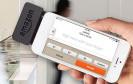 Kreditkartenzahlung kann kommen. Jetzt bringt Amazon das passende Kartenlesegerät für Smartphones auf den Markt. Gemeinsam mit einer App lässt sich dann Geld von Kreditkarten abbuchen.