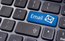 E-Mails sind aus dem Arbeitsleben nicht mehr wegzudenken. Bei der schnellen Kommunikation kann einem aber leicht auch eine flapsige Bemerkung herausrutschen - ein möglicher Grund für eine Abmahnung.
