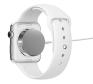 Aufladen: Die Apple Watch wird über einen kleinen Magneten auf der Rückseite der Uhr geladen. Dieser bewegt sich durch das MAgnetfeld automatisch an die richtige Stelle und versorgt die Apple Watch mit Storm. Die Technik dazu heißt MagSage Technology.