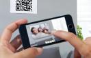 Eine App von Pixum zeigt auf dem Smartphone, wie ein Foto-Wandbild in den eigenen vier Wänden wirken würde. Die Augmented-Reality-App erleichtert dadurch die Wahl des passenden Motivs und Formats.