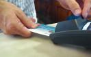 Zahlen per Karte ist einfach. Aber die PIN-Eingabe ist lästig und was, wenn der PIN vergessen wird? Mastercard und Zwipe wollen nun das Bezahlen per Karte mit Fingerabdruck umsetzen.