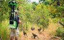 Der Google Street View Trekker war diesmal in Tansania unterwegs und ist den Spuren von Jane Goodall gefolgt. Seine Aufnahmen bringen virtuell Reisenden nun den Gombe Nationalpark auf den Bildschirm.