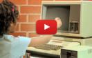 Kinder wissen garnicht was sie an heutigen Computern, Smartphones, etc. haben. Unser Video der Woche zeigt, wie Kinder versuchen mit einem alten Computer von damals zu arbeiten.