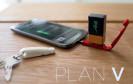 Zum Nachladen des Smartphones gibt es bald eine ebenso kompakte wie einfache Lösung: Mit einem Schlüsselbund-Adapter lassen sich handelsübliche 9V-Blockbatterien als Energiespender nutzen.