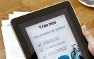 Bei Hermes lassen sich Paketscheine nun per App erstellen. Die Anwendung für Android und iOS generiert einen QR-Code als Paketschein, der im PaketShop eingescannt und ausgedruckt wird.