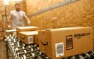 Amazon Paket auf Förderband