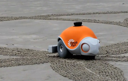 Disney Roboter Beachbot Pflügt Bilder In Sand Com Professional
