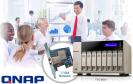 Der NAS-Spezialist Qnap zeigt seine neuen Netzwerkspeicher mit vier, sechs oder acht Festplatteneinschüben der TVS-x63-Serie. Das neue Topmodell TVS-863+ bietet auch einen 10 GBit/s schnellen Netzwerkanschluss.