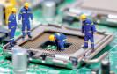 Prozessorsockel mit Bauarbeitern