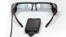 Kamera und Sensoren: Eine Kamera an der Vorderseite ermöglicht erst die erweiterte Wahrnehmung. Bewegungssensoren prüfen zudem, in welcher Lage und Neigung sich der Kopf des Trägers befindet.