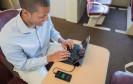 Mobiles Arbeiten mit Smartphone, Tablet und Tastatur
