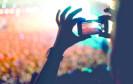 Livestream auf Handy bei Konzert