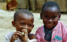 Kinder aus Afrika beim Spielen