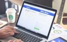 Facebook auf dem Laptop und dem Smartphone