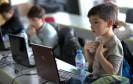 Kind lernt coden