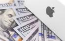 Logo von Apple mit Geldscheinen