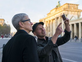 Tim Cook in Berlin am Brandenburger Tor